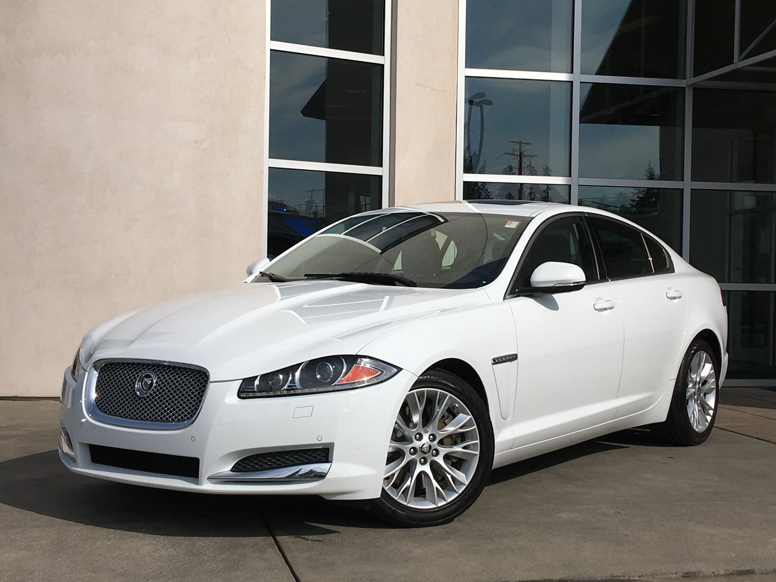 Perfect Pre Owned 2013 Jaguar XF V6 RWD