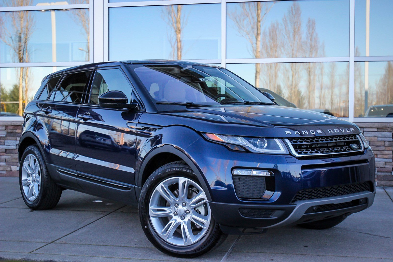 new 2018 land rover range rover evoque se premium sport utility in bellevue 22100 land rover. Black Bedroom Furniture Sets. Home Design Ideas