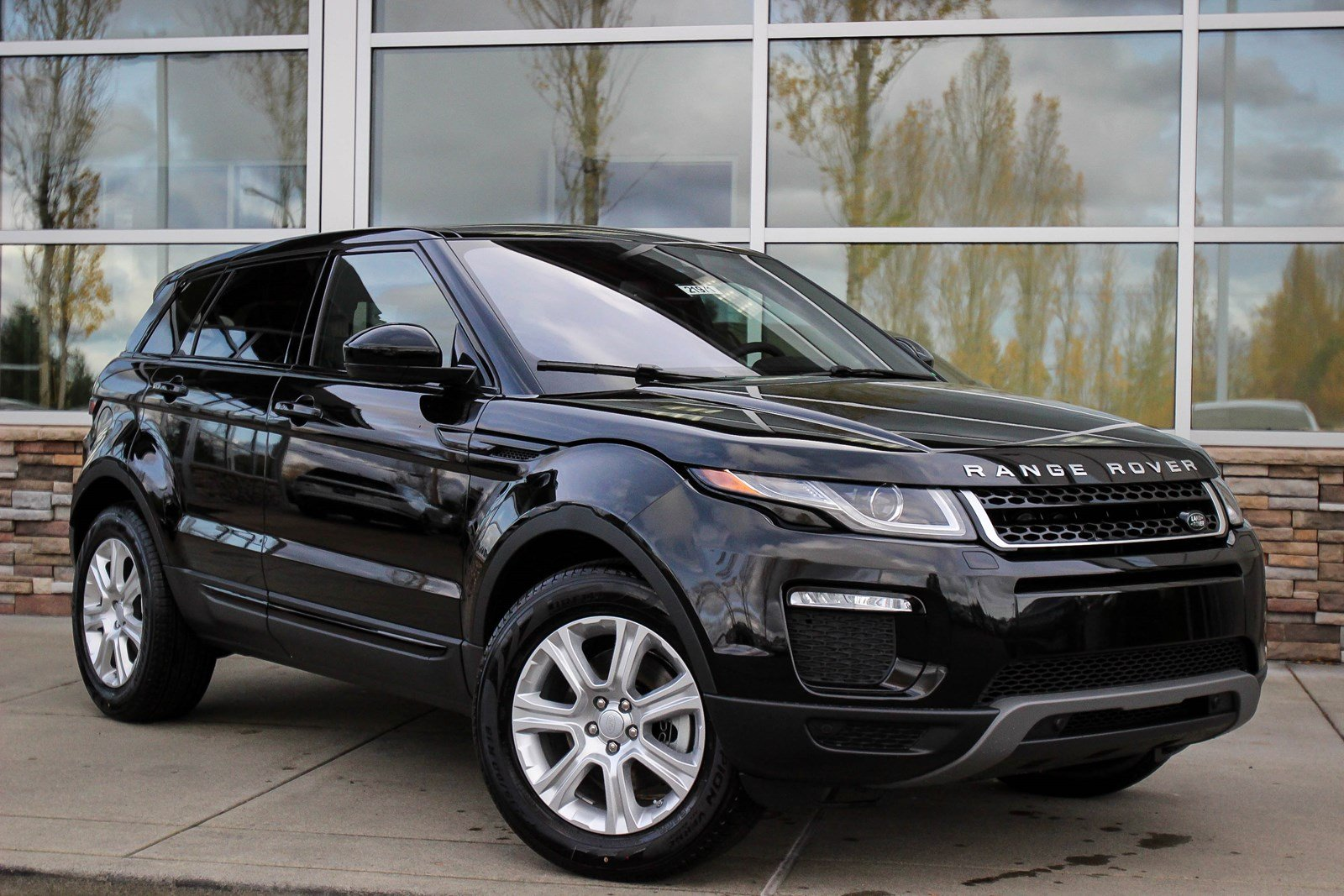 new 2018 land rover range rover evoque se premium sport utility in bellevue 21971 land rover. Black Bedroom Furniture Sets. Home Design Ideas